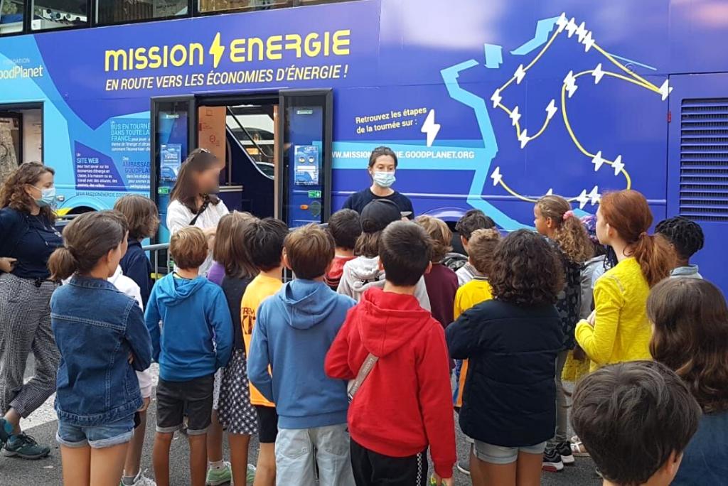 une classe participe à une intervention de sensibilisation à l'énergie par la fondation GoodPlanet
