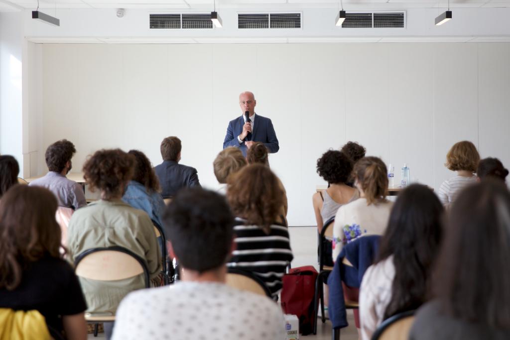 Jean-Michel Blanquer rencontre les enseignants accompagnés par Le Choix de l'école pendant l'université d'été.