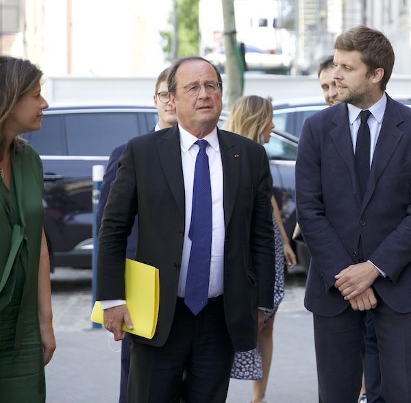 Paul Guis et Karine Franclet accueillent le président François Hollande à l'université d'été Le Choix de l'école.